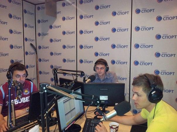 Андрей Романов вместе с Дмитрием Дерунцом во время работы на «Радио Спорт»