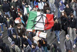 Протестующие на центральной улице Рима Фото: kommersant.ru