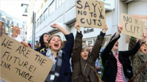 Студенты из колледжа Сассекс-Кост на улицах Гастингса Фото: http://newsinphoto.ru/